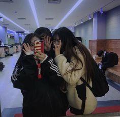⋮𝙙𝙤𝙧𝙠𝙮𝙡𝙪𝙫 Korean Friends, Girl Couple, Ulzzang Couple, Ulzzang Girl, Cute Friends, Friend Pictures, Korean Girl, Korean Couple, Asian Girl