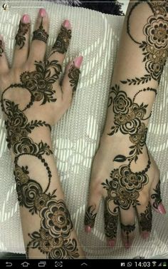 Mehndi henna designs are always searchable by Pakistani women and girls. Women, girls and also kids apply henna on their hands, feet and also on neck to look more gorgeous and traditional. Khafif Mehndi Design, Floral Henna Designs, Henna Art Designs, Mehndi Designs For Girls, Modern Mehndi Designs, Dulhan Mehndi Designs, Mehndi Designs For Fingers, Wedding Mehndi Designs, Mehndi Design Pictures