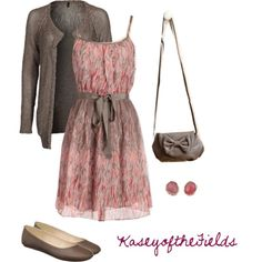 Love the dress. Prefer a pair of wedges and a Petite-Miche purse to go with it.