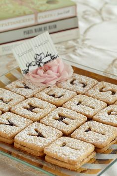 Le bébé will love learning his or her alphabet from future servings of these adorable candy bar tarts.