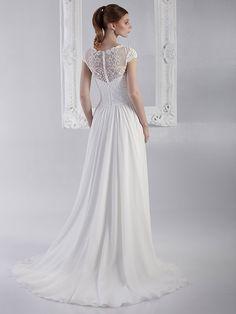 Brautkleid mit Spitzenapplikationen auf dem Oberteil, Beinausschnitt, fließendem Rock und raffinierter Rückenansicht. Rock, Wedding Dresses, Fashion, Gown Wedding, Curve Dresses, Bride Dresses, Moda, Bridal Gowns, Wedding Dressses