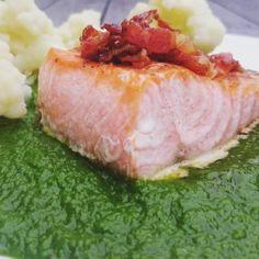 Laks med grønn saus, bacon og blomkål Bacon, Spinach, Pork Belly