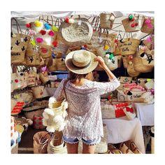 Passione borse!!!!!!!!! #lucca #vela #lucca #moda #fashion #book #mood #shopping #shoppingonline #pink #denim #shoes #knitwear #shirt #pant #fashionshow #food #music #vinyl #street #blogger #fashionblogger #style #texture #travel #love #conceptstore #dress