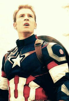 Chris evans as captain america in avengers: age of ultron. Steve Rogers, Captain My Captain, Captain Rogers, Capitan America Chris Evans, Chris Evans Captain America, Marvel Dc Comics, Marvel Avengers, Spiderman, Super Soldier