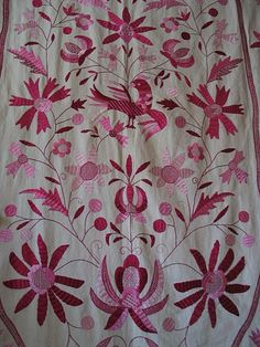 Bordado de Castelo Branco – Wikipédia, a enciclopédia livre Hand Embroidery Patterns, Textile Patterns, Embroidery Art, Embroidery Stitches, Textiles Techniques, Arte Popular, Needle And Thread, Portuguese, Needlework
