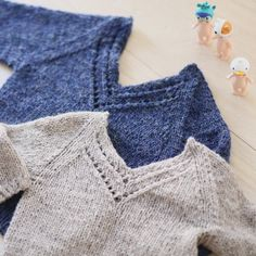 Valentine (norwegian and english) sweater pattern kids - Paelas knits Knitting For Kids, Baby Knitting Patterns, Knitting Projects, Knitting Ideas, Knit Or Crochet, Crochet Baby, Style Baby, Drops Baby, Baby Mittens