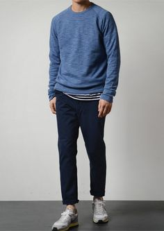 A blue long sleeve shirt and navy chinos are a savvy outfit worth having in your current off-duty routine. Look Fashion, New Fashion, Fashion Outfits, Stylish Men, Men Casual, Outfits For Teens, Casual Outfits, Bon Look, Blue Long Sleeve Shirt