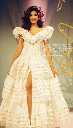 Miss Universe Puerto Rico 1998, Joyce Giraud. Traje típico alusivo a la Jíbara Puertorriqueña. #MissUniverse #NationalCostume #JoyceGiraud #MissPuertoRico #MissUniverse1998