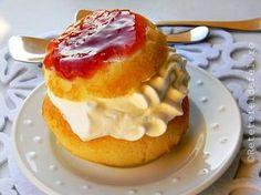 SAVARINE | Rețete Fel de Fel Romanian Desserts, Romanian Food, Romanian Recipes, Savarin, Food Cakes, Cake Recipes, Sweet Tooth, Goodies, Cooking