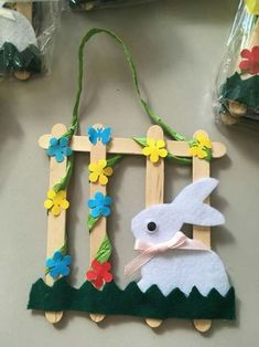 """New Absolutely Free popsicle stick Crafts for Kids Tips How often have you heard your kids say: """"Now i am bored. Bunny Crafts, Easter Crafts For Kids, Diy For Kids, Popsicle Stick Crafts, Craft Stick Crafts, Resin Crafts, Popsicle Sticks, Craft Ideas, Spring Crafts"""