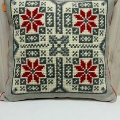 Loom Patterns, Cross Stitch Patterns, Embroidery Neck Designs, Throw Pillows, Traditional, Crochet, Decor, Embroidered Cushions, Cross Stitch