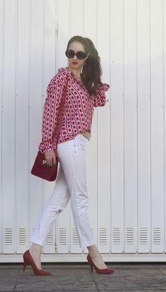 Look com calça branca e camisa vermelha - Manu Luize white and red outfit