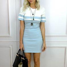 Vestido azul quartzo uma das cores que estão com tudo nessa temporada. Para deixar o look mais despojado você pode usar uma camisa jeans amarrada na cintura.  Peças disponíveis para compra no site http://ift.tt/PYA077.