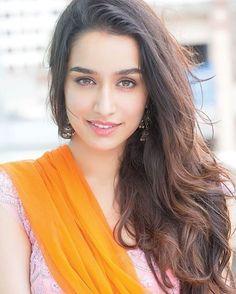 Beautiful Pic Of Bollywood: Shraddha Kapoor Beautiful Bollywood Actress, Beautiful Indian Actress, Beautiful Actresses, Bollywood Actors, Bollywood Celebrities, Bollywood Fashion, Bollywood Heroine, Cheongsam, Hanfu