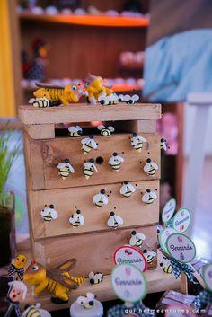 A decoração dessa festa infantil com tema de fazendinha, reuniu detalhes fofos e criativos para um evento que encantou os olhos de adultos e crianças.