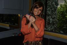 Giovanna Antonelli lança linha de esmaltes. Confira as cores da coleção no link a seguir: http://noticiasdemoda.com.br/beleza-looks/unhas/item/344-giovanna-antonelli-lan%C3%A7a-linha-de-esmaltes.html