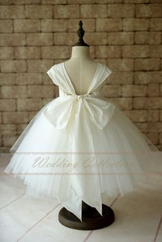 Flower Girl Dress Cap Sleeves Tulle Ball Gown Knee Length with Big Bow Tulle Balls, Tulle Ball Gown, Tulle Dress, Ball Gowns, Flower Girl Robes, Flower Girl Dresses, Robes Tutu, Fairy Dress, Cap Dress