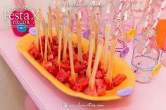 #decor #decoração #barradatijuca #festas #party #eventos #infantil #adulto #exclusivo #criativos #personalizados #riodejaneiro Frutas seja em pedaços ou em sucos ou em porções individuais, são alimentos saudáveis e decoram.  Assessoramos nossos clientes na escolha de todos os detalhes. Oferecemos beleza e dicas saudáveis. Fale conosco, solicite um orçamento. 🌷 http://www.festaxdecor.com.br/eventos