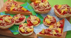 Experience the new Del Monte Philippines site, where you will find inspirations for a better life, from health to relationships, in the kitchen and beyond. Flatbread Recipes, Flatbread Pizza, Pizza Recipes, Cooking Recipes, Del Monte Recipes, Sausage Casserole, Luau Wedding, Pizza Party