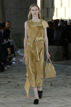 http://www.fashionsnap.com/collection/loewe/2015ss/gallery/