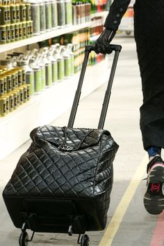 Would love a bag like this to haul my stuff and laptop to work.  How stylish can you get?
