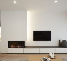 Most current Photos Contemporary Fireplace tile Thoughts Modern fireplace designs can cover a broader category compared for their contemporary counterparts. Modern Fireplace Tiles, Contemporary Fireplace Designs, Small Fireplace, Home Fireplace, Living Room With Fireplace, Fireplace Stone, Fireplace Ideas, Modern Fireplaces, Shiplap Fireplace