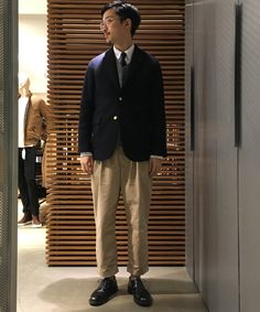 これぞビームス プラスかなと。紺ブレはとにかく使い回しがきいて便利です。 Suit Fashion, Boy Fashion, Mens Fashion, Ivy Style, Suit Shop, Blazers, Well Dressed Men, Business Fashion, Dress Codes