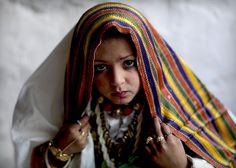 Veiled girl in Ghadames, Libya (by Eric Lafforgue)