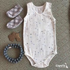 It's another hot 🌞 day here in South Florida, and we've come up with a great little outfit that will keep your baby cool and entertained. The teething necklace-for-mom and the set of keys for baby are the perfect combination. Like on Instagram @LiapelaModernBaby