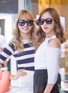 TWICE | Momo and Mina