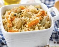 Here's a casserole dish that's perfect for leftovers! Created with healthy brown rice and bits of shredded chicken, your guests will be full and happy. Casserole Recipes, Rice Recipes, Pasta Recipes, Healthy Recipes, Chicken Recipes, Ways To Eat Healthy, Healthy Eating, Shredded Chicken Casserole, Rice Pilaf Recipe