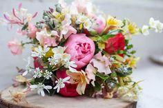 Bridal bouquet of peonies, orlaya, honeysuckle, alstro and sweet peas. Spring Wedding Flowers, Flower Bouquet Wedding, May Flowers, Types Of Flowers, Golden Book Baby Shower, Beautiful Bouquets, Wedding Inspiration, Wedding Ideas, Sweet Peas