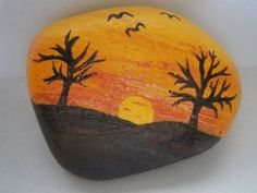 Painted rock Sunset with trees by PlaceForYou on Etsy Painting Glass Jars, Pebble Painting, Pebble Art, Stone Painting, Rock Painting Ideas Easy, Rock Painting Designs, Stone Crafts, Rock Crafts, Painted Rocks Craft