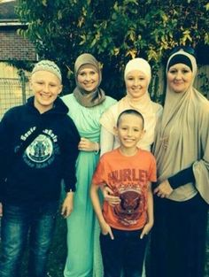 An entire Australian family converts to Islam. Great Love, My Love, Muslim Family, Islam Quran, Allah Islam, World Religions, Prophet Muhammad, Field Guide, Muslim Women
