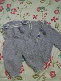 conjuntinho em crochê para bebê(casaco e macacão)