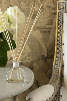 Paris - A gentle scent reminiscent of old metropolitan styles. A full floral bouquet with hints of iris, geranium and Damask rose. Annie Sloan Painted Furniture, Damask Rose, Paris Grey, Floral Bouquets, Geraniums, Chalk Paint, Diffuser, Iris, Painting