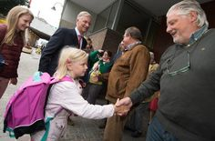 King Philippe bring his children to school