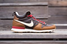 """Picture of Nike Internationalist Mid """"Escape"""""""