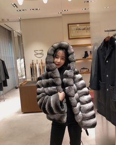 Chinchilla Pelz, Short Jackets, Fur Bomber, Fox Fur, Furs, Fur Coat, Winter Jackets, Asian, Womens Fashion