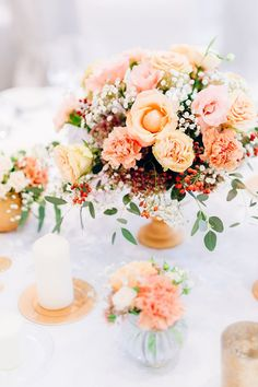 Hochzeit in Gold und Rosa Table Centerpieces, Wedding Centerpieces, Wedding Table, Wedding Bouquets, Apricot Wedding, Orange And Pink Wedding, Floral Wedding, Wedding Colors, Wedding Flowers