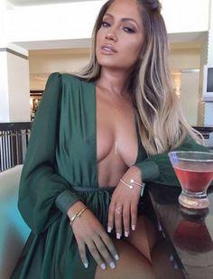 Qui est Jessica Burciaga, le sosie de Jennifer Lopez qui a conquis Instagram ? (Photos)