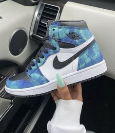 All Nike Shoes, Nike Shoes Air Force, Hype Shoes, Jordan Shoes Girls, Girls Shoes, Latest Sneakers, Sneakers Fashion, Cute Sneakers, Shoes Sneakers