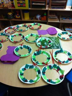 classroom  preschool christmas wreath