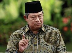 Indonesian President Susilo Bambang Yudhoyono wears the traditional peci (hat), with his batik shirt.