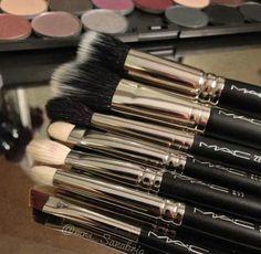 MAC starter brush set! I want these oh so bad!!