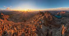 Es gibt nichts Schöneres, als den Sonnenuntergang von einem Berggipfel aus zu beobachten 🌄😍 Seen, Monument Valley, Grand Canyon, Hiking, Nature, Travel, Weather Report, Mountaineering, Tours