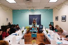 Over the weekend I taught a beginner modern calligraphy workshop @hartfordprints! One of my favorite things to do after I teach is to look at the photos taken that day. It gives a totally different perspective and helps me feel even more enjoyment for what I do. : @lindsaymariecafariella