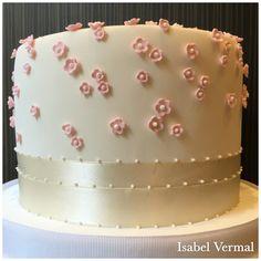 Torta con florcitas rosas