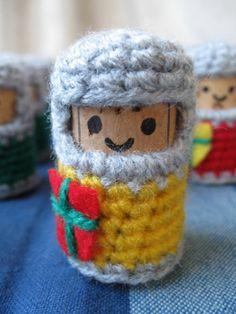 Muñeco hecho con un corcho de vinoy crochet