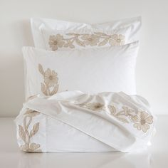 PERCALE BED LINEN WITH FLORAL EMBROIDERY